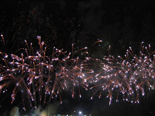 Pretty fireworks down at the bay in singapore 2 - Fireworks by a china company to commemorate national day in Singapore!