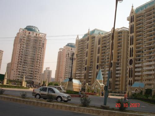 Gurgaon (India) - The upcoming town - Gurgaon, all the (so called) development going on, is it development actually or just some more mess!!