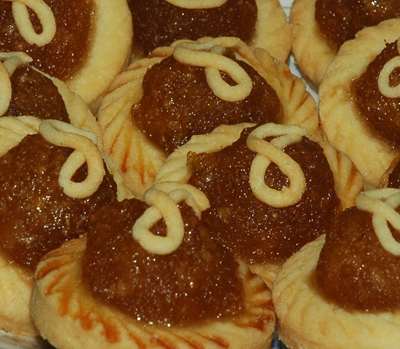 Pineapple Tarts - When you can get your hands on a really good pineapple tart, you will simply not stop till the whole box is finished. The sweet and fragrant taste of the caramelized pineapple, cooked with sugar and it own juices, swirling around in your mouth. The soft cookie that comes with it that simply melts in your mouth. Man!!! That feeling is simply heavenly!