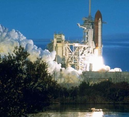 spcae shuttle - this is a wonderful photo of space shuttle,please have a good look.