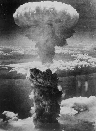 Nagasaki - 1945 - US bomb drops