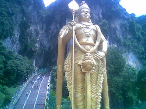 Thsis is the image of Largest statue of lord murug - this is the image of lord muruga's statue that is present in malaysia in a cave and this is the largest statue ever built for him..this is really great..just check it out...