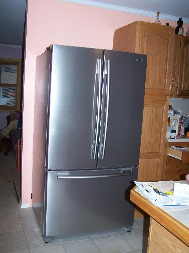 New Fridge - The new fridge has no magnets - yet!