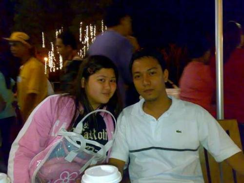 pretty couple - a SNAP AT STARBUCKS BAGUIO. tHIS PICTURE WAS TAKEN LAST NEW YEAR.
