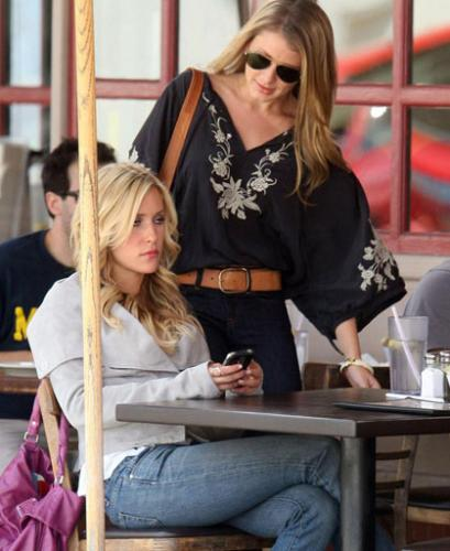 Kristin Cavallari and Lauren 'Lo' Bosworth of 'The - Kristin Cavallari and Lauren 'Lo' Bosworth of MTV's 'The Hills' meeting for lunch at Lola's Cafe in Los Angeles.