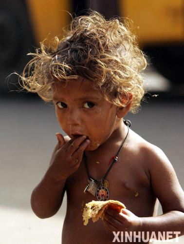 i'm hungry... - i find this photo on the internet, it made me feel sadness.So poor the little child. Many times, maybe can't help them directly, but can little by little.