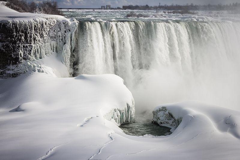 https://commons.wikimedia.org/wiki/File:Amazing_Niagara_Falls_Snowscape_-_panoramio.jpg