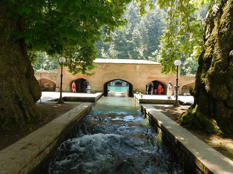 https://commons.wikimedia.org/wiki/File:VERINAG_SPRING_IN_ANANTNAG_DISTRICT,_JAMMU_AND_KASHMIR,_INDIA_02.jpg