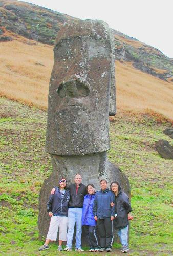 'EASTRR ISLAND' - A PHOTO OF A GREAT STATCHO ON EASTRR ISLAND,SOME PEOPLE BELIEVED THAT THIS STACHU OF KING'KARSEL'IS ABOUT 5000 YEARS OLD!