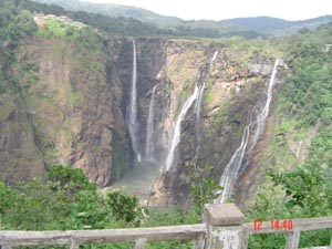 Jog fall - Jog fall located on National Highway number 206 connecting Honovar to Tumkur