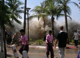 INDIAN OCEAN TSUNAMI 2004 - Earthquake triggers devastating Tsunami