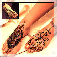 henna feets - henna on feets on a beauty parlor or may be fashion outlet at any corner. henna is applied in a good design.